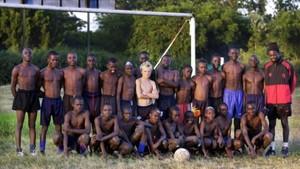 Hijo de misionero, Guidetti creció en Kenia
