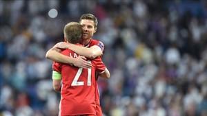 Lahm y Xabi Alonso se despiden del fútbol en el Allianz Arena