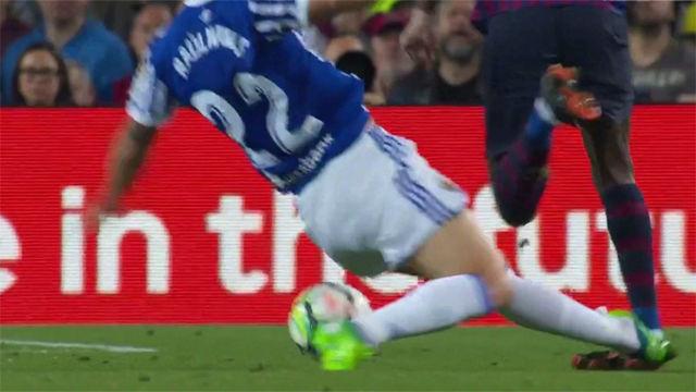 LALIGA | FC Barcelona - Rela Sociedad (1-0): La dura entrada de Raúl Navas a Dembélé