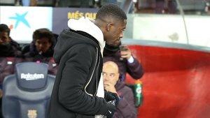 El lesionado Dembélé volvió al Camp Nou para ver al Barça ante el Granada