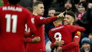 Los jugadores del Liverpool celebrando uno de los cuatro goles