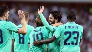 Los jugadores del Madrid celebrando el tanto de Isco en la Supercopa