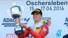 Mick Schumacher celebra su victoria en lo más alto del podio