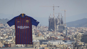 La nueva camiseta del FC Barcelona ha sobrevolado la ciudad condal