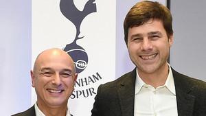 Pochettino, junto al presidente de Tottenham, Daniel Levy