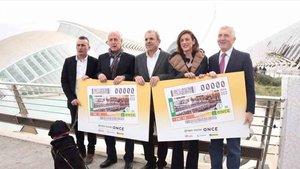 Presentación de los cupones de la ONCE con la imagen del Maratón