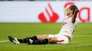 Rakitic fue objeto del penalti con el que se adelantó el Sevilla.