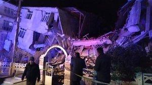 Ascienden a 18 los fallecidos tras un potente terremoto en Turquía