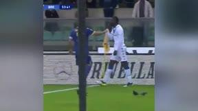 Balotelli se harta: balón a la grada tras escuchar cánticos racistas