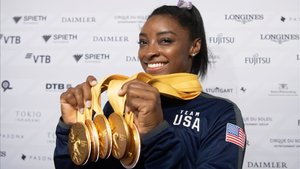 Biles con sus medallas de oro