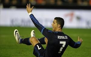 Cristiano Ronaldo se queja por la decisión del árbitro