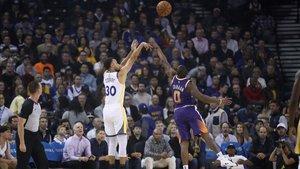 Curry volvió a ser el máximo anotador