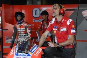 DallIgna y Dovizioso , en el box de Ducati