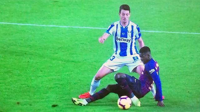 Dembélé se hizo daño en el tobillo y la rodilla y tuvo que pedir el cambio