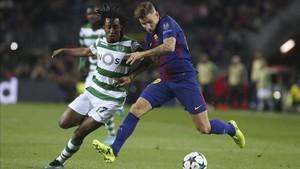 Digne pugnando en el Barça-Sporting CP