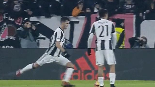 El golazo de falta de Pjanic en el Juventus - Milan