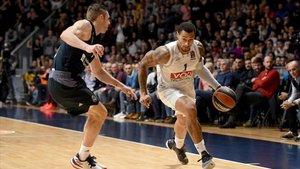 Jackson intenta superar a Causeur durante el duelo disputado en Podgorica