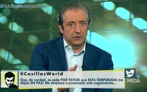 Josep Pedrerol con el tuit que Casillas envió al programa