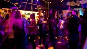 Mal ejemplo en una discoteca