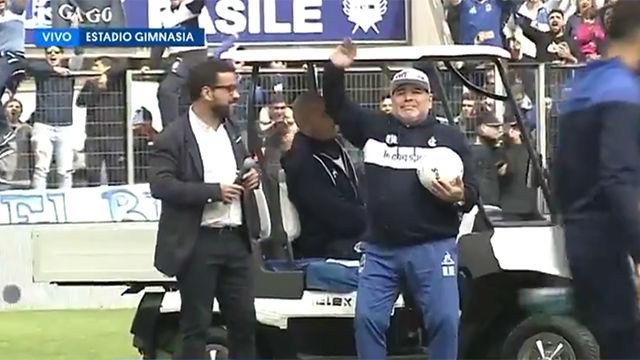 Maradona no pudo contener las lágrimas con el recibimiento de la afición del Gimnasia