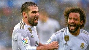 Marcelo celebra con Carvajal el gol de la victoria del Real Madrid ante el Alavés