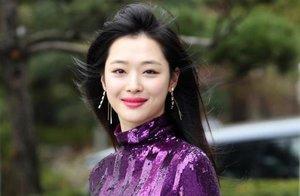Muere la famosa cantante de k-pop, Sulli, por un posible suicidio