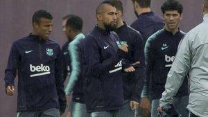 Vidal, en el entrenamiento previo al Barcelona - Sevilla