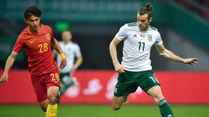 xortunogareth bale r of wales competes for the ball wit180612124924