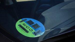 La etiqueta ECO identifica a los híbridos enchufables con menos de 40 kilómetros de autonomía, híbridos no enchufables e híbridos de gas natural.
