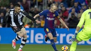 Andrés Iniesta se perfila como fundamental para intentar derrotar al Espanyol