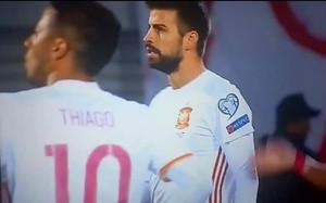 Captura de pantalla en la que se ve la camiseta cortada de Piqué