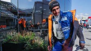 Carlos Sainz, en el paddock del Circuit