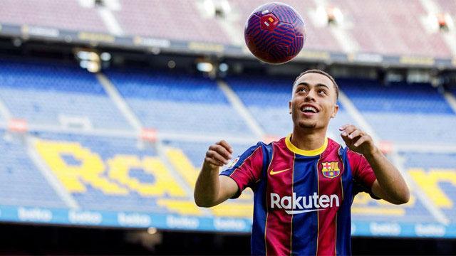 Dest se lió con los toques en el Camp Nou, pero acabó con una filigrana para quitarse el sombrero