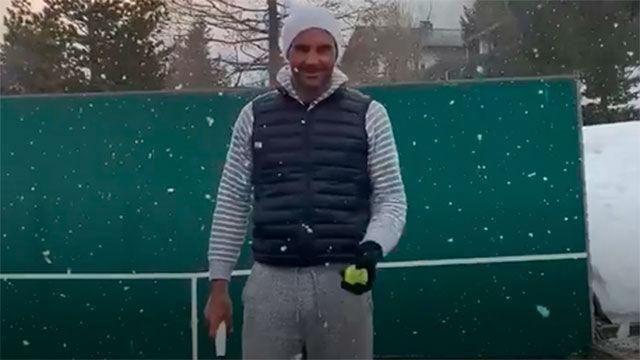 Federer juega al tenis bajo la nieve durante el confinamiento