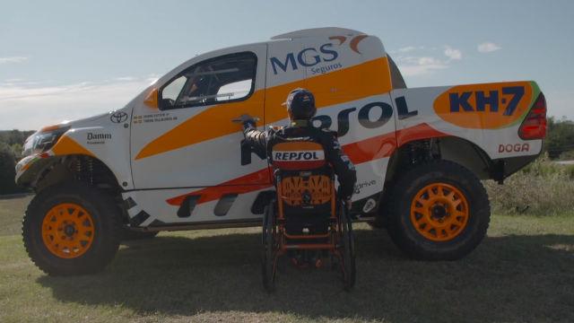 Isidre Esteve presenta su coche para el Dakar