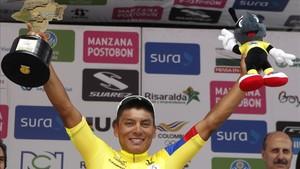 Jonathan Caicedo celebrando el título