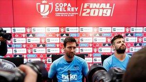Messi, junto a Gerard Piqué, en la previa de la final de la Copa del Rey