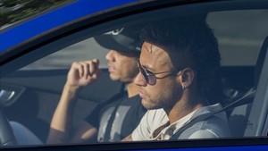 Neymar abandonando la Ciutat Esportiva para dirigirse al aeropuerto