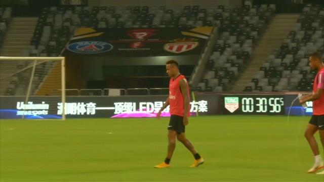 Neymar, en su primer entrenamiento de la temporada con el PSG