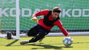 Oier Olazábal, en un entrenamiento en la Ciutat Esportiva Dani Jarque.