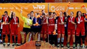 La selección femenina celebra el título en el Palau