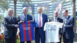 Stoichkov, Roberto Carlos y Butragueño, en la presentación del amistoso