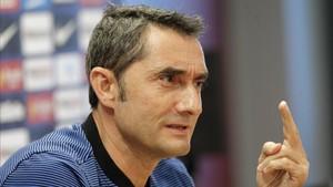 El técnico azulgrana Ernesto Valverde, antes de viajar a Murcia