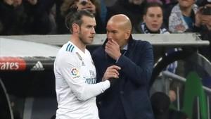 Zinedine Zidane dando órdenes a Gareth Bale: una imagen habitual esta temporada