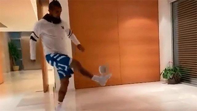 Arturo Vidal acepta el reto de Leo Messi... ¡Ojo al final del vídeo!