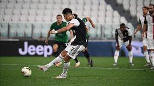 Cristiano marcó dos goles de penalti ante el Atalanta