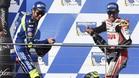 Crutchlow celebra su triunfo en Australia junto a Rossi, segundo