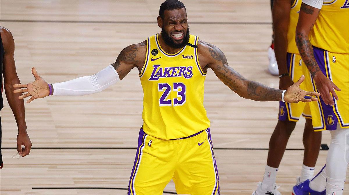 El desequilibrio de LeBron James en tres acciones