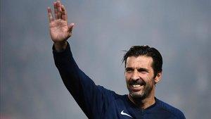 Gianluigi Buffon se ve con fuerzas para continuar un año más al máximo nivel