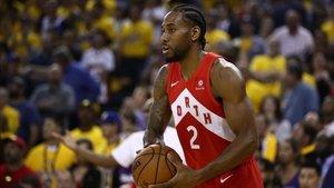 Kawhi Leonard cambia los Raptors por los Clippers